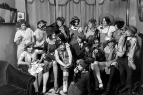 750x500-ehow-images-a07-qu-6e-fashion-dress-1920s-800x800